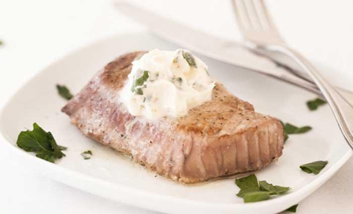 тунец на гриле с ароматным маслом
