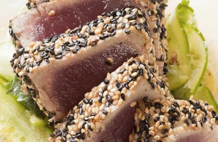 тунец на гриле с кунжутом